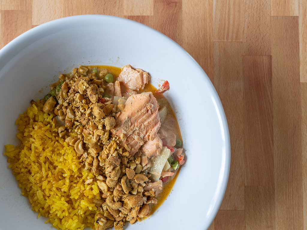 Thai yellow curry with salmon and cashews