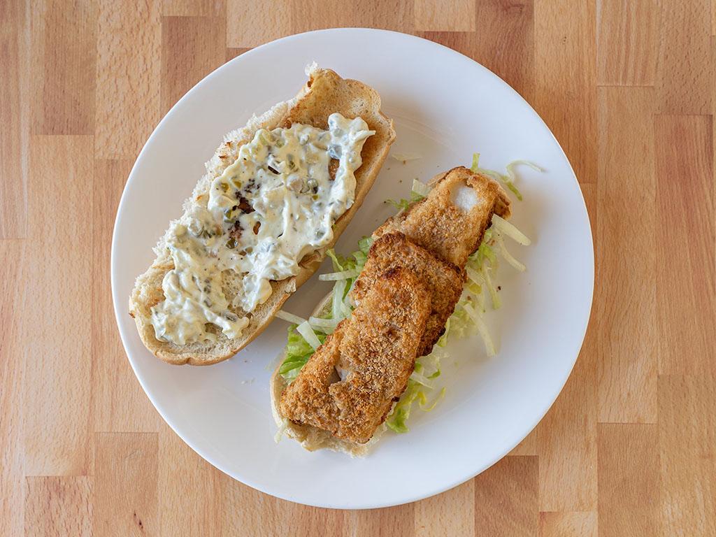 Gorton's Natural Catch Fish Fillets on sandiwch with tartar