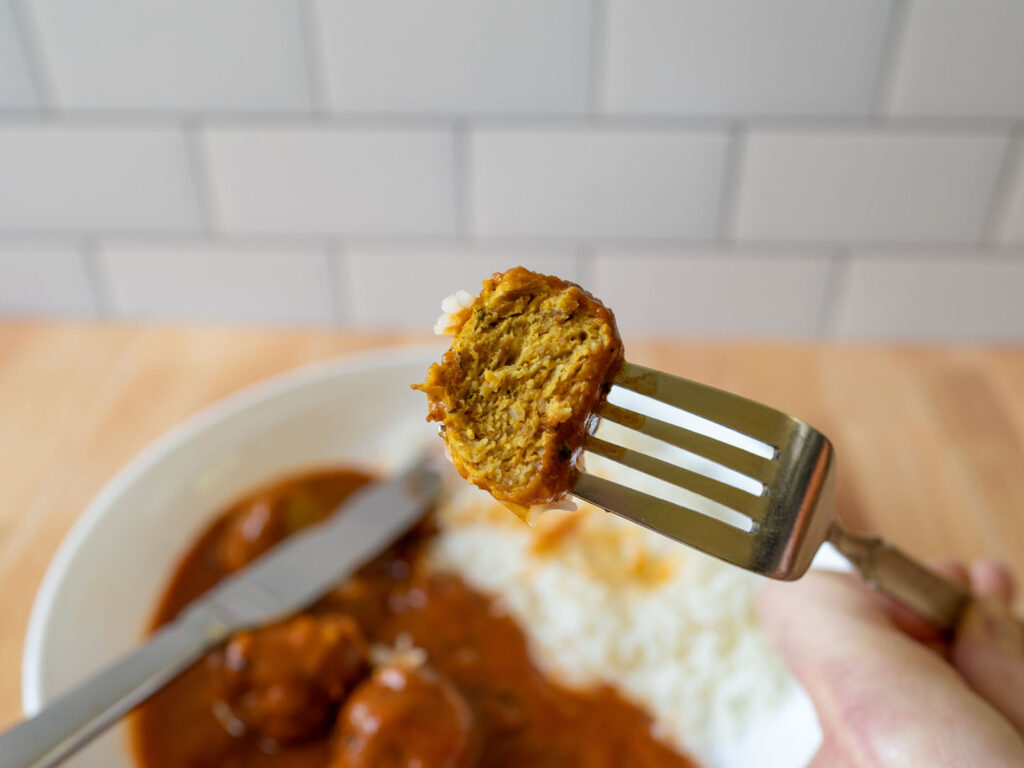 Saffron Road Madras Curry and Chicken Meatballs meatball cooked close up