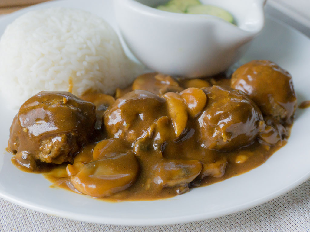 Gardein meatballs in Japanese curry with rice and sunomono