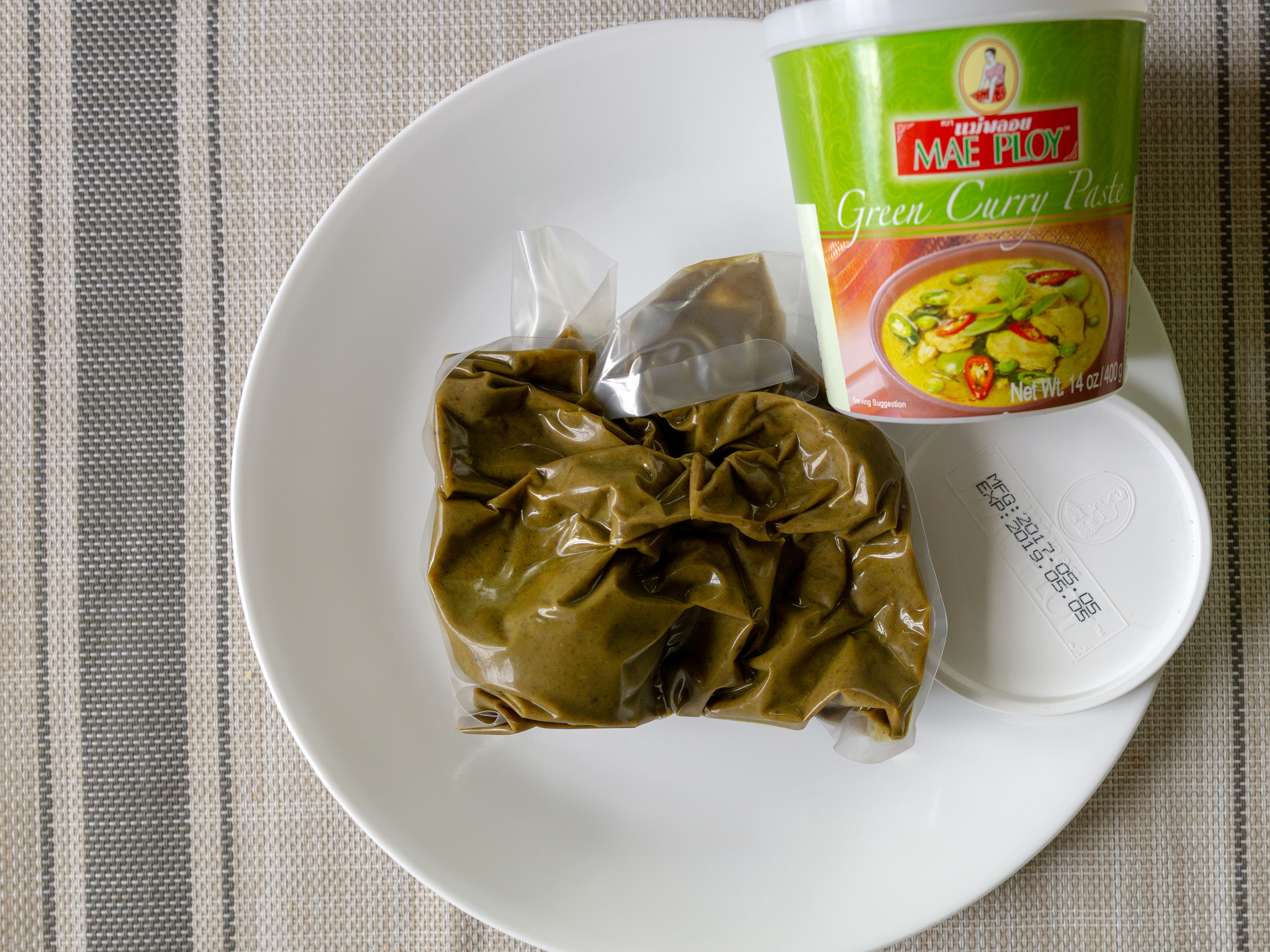 Mae Ploy Green Curry Paste - what's in the container