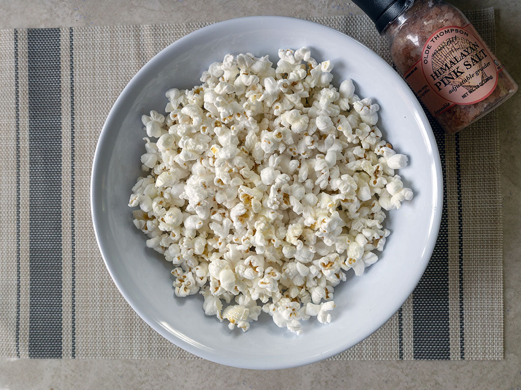 Hoosier Hill Farm Gourmet Original White Popcorn popped corn with Himalayan salt