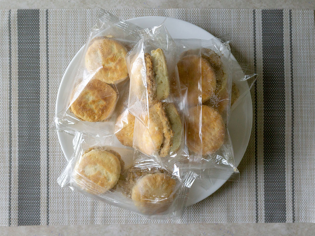 Odom's Tennessee Pride Sausage And Buttermilk Biscuits - what's in the box