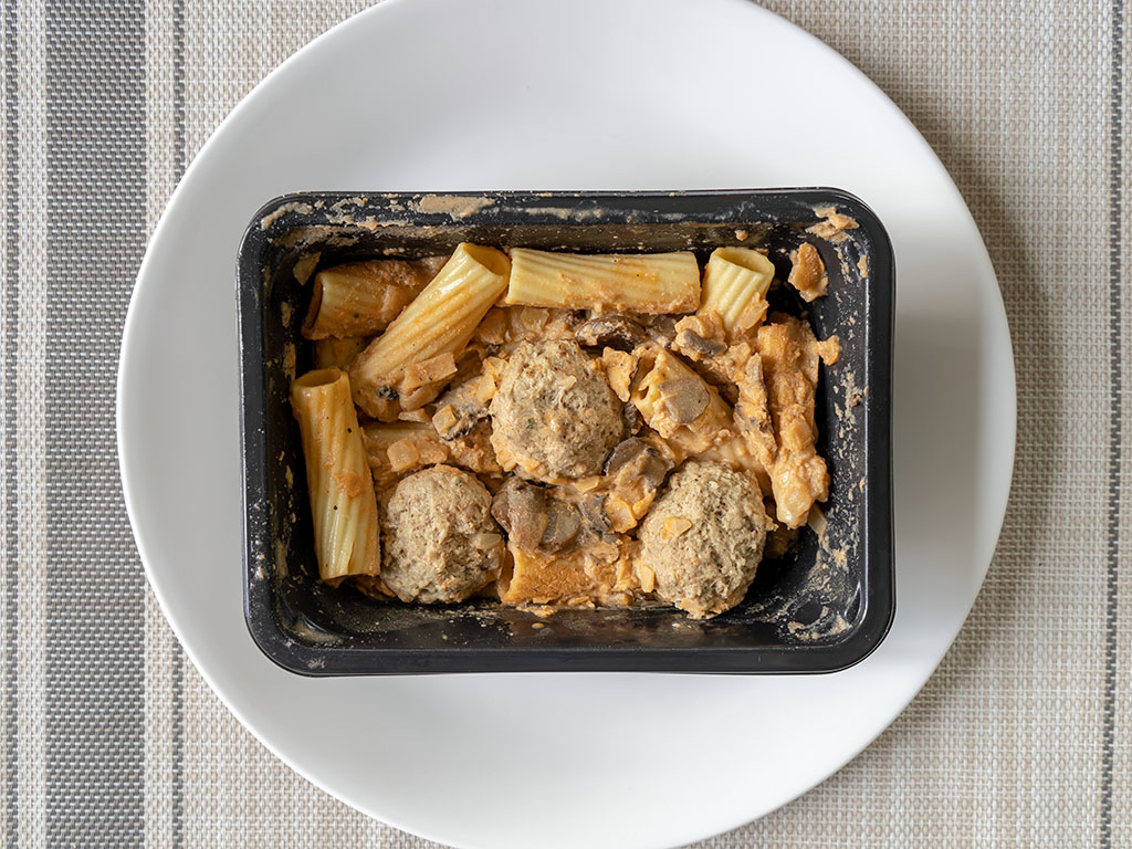 Three Bridges Rigatoni Meatballs And Mushroom Cream Sauce whats in the box